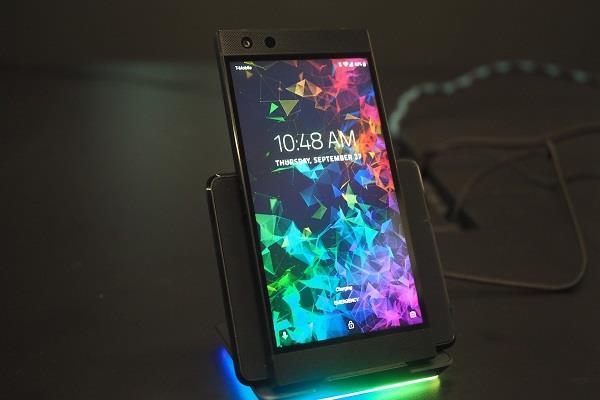 इन खूबियां के साथ लांच हुअा गेमिंग स्मार्टफोन Razer Phone 2