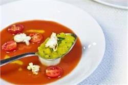 गर्मा-गर्म पीने का नहीं है मन तो बनाएं चिल्ड टोमेटो सूप विद पॉपकॉर्न
