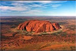 दुनिया की सबसे ऊंची चट्टान, समय के साथ बदलती है रंग!