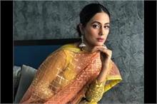 फैंस के गिफ्ट्स देखकर इमोशनल हुई हिना खान, Photos