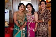 करवा चौथ सेलिब्रेशन, इंडो-वेस्टर्न आउटफिट्स में दिखी महिलाएं
