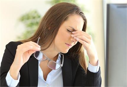 क्या आपके सिर में भी रहता है तेज दर्द, हो सकती हैं 5 वजह?