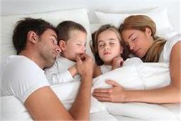 पेरेंट्स के साथ सोने से बच्चे की ये 7 समस्याएं होंगी दूर