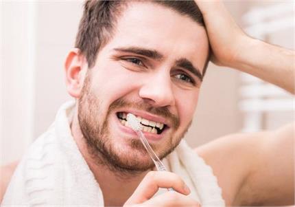 दांतों की सेंसिटिविटी दूर करेगा नारियल का तेल, ये 4 तरीके भी असरदार