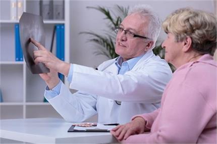बुढ़ापे में नहीं होंगे Osteoporosis का शिकार अगर जवानी में खाएंगे ये...