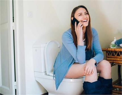 बवासीर का कारण बनता है टॉयलेट सीट पर 10 मिनट से ज्यादा बैठना