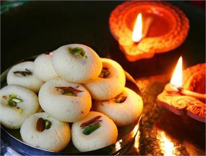 फेस्टिवल स्पेशल: घर पर बनाएं स्वादिष्ट Sandesh