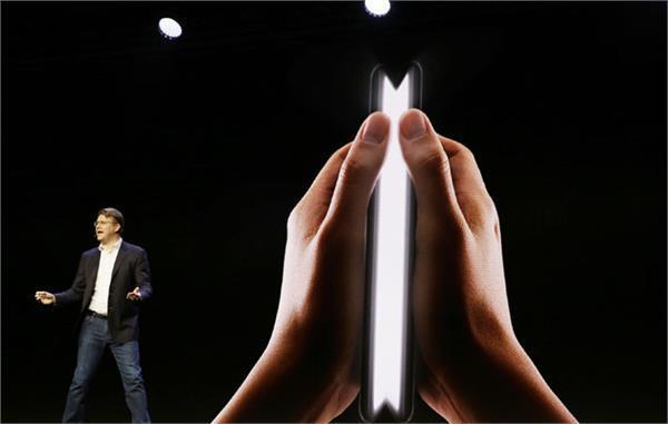 ड्यूल डिस्प्ले के साथ Samsung ने उठाया फोल्डेबल स्मार्टफोन से पर्दा