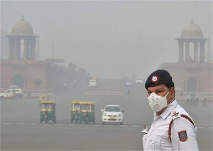 Air Pollution: दिल्ली के जानलेवा प्रदूषण से कम हो रहे हैं जिंदगी के...