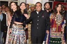 प्रियंका-निक की शादी के लिए जोधपुर पहुंची अंबानी फैमिली(See...