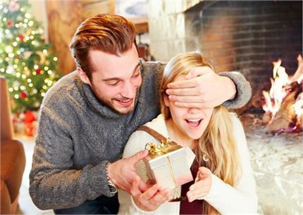 8 Gifts Ideas: क्रिसमस पर पार्टनर को दें खास तोहफा