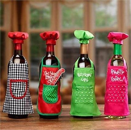क्रिसमस डेकोरेशन में यूं इस्तेमाल करें Wine Bottles
