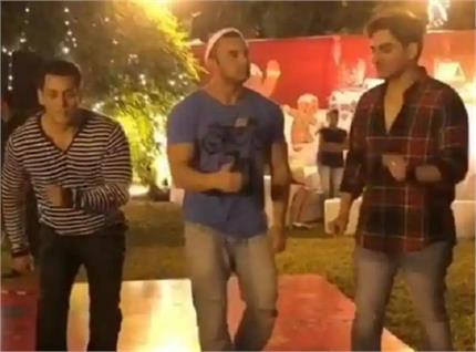 Christmas Bash: सलमान ने भाईयों के साथ किया डांस, देखिए वीडियो