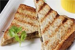 ब्रेकफास्ट में बनाएं मशरूम सैंडविच