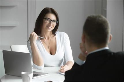 घर से ज्यादा ऑफिस में खुश रहती हैं महिलाएं, जानते हैं क्यों?