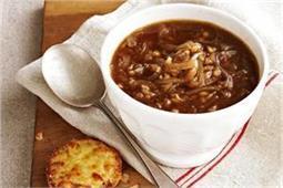 ठंडे-ठंडे मौसम में बनाकर पीएं गर्मा-गर्म Onion Soup
