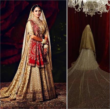 शादी में डिजाइनर अबू जानी संदीप खोसला के लंहगे में दिखी ईशा, देखिए...