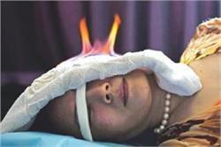 ग्लोइंग स्किन के लिए बढ़ा Fire Therapy का क्रेज, झुर्रियों की भी होगी छुट्टी