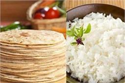 रोटी या चावल, डिनर में क्या खाना है ज्यादा फायदेमंद?