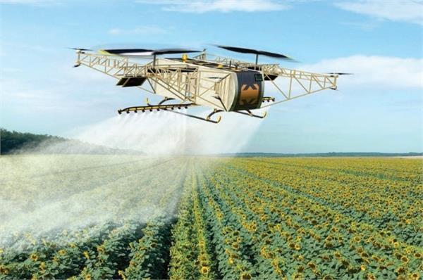खेतों पर स्प्रे करने के काम आएगा SKYF ड्रोन
