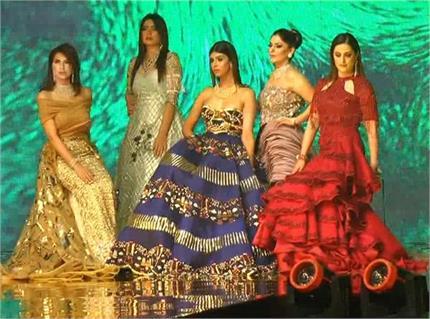 फिक्की फ्लो ने करवाया 'वेडिंग' फैशन शो, महिलाओं ने बिखेरे जलवे
