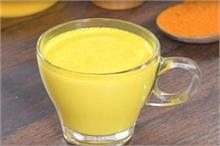 घर पर अलग तरीके से बनाएं गर्मा-गर्म Turmeric Milk