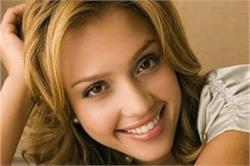 दांतों का पीलापन दूर करने के लिए अपनाएं ये उपाय