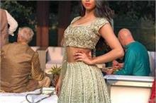 फैमिली फंक्शन में कुछ इस अंदाज में दिखी शाहरूख की बेटी...