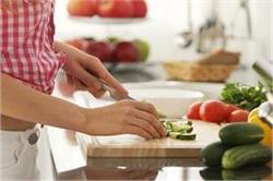 किचन के लिए चुने सही चॉपिंग बोर्ड और इस तरह करें सफाई
