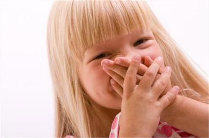 तो इन कारणों से ब्रश करने पर भी आती है बच्चों के मुंह से बदबू