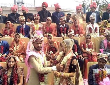 कार्ड नहीं, मोबाइल मैसेज से भेजा गया मंत्री की भतीजी के शादी का...