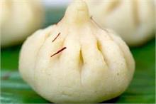 स्वीट्स में बनाएं रावा मोदक