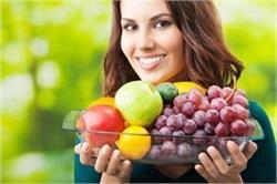 लंबी उम्र तक दिखना है जवां, तो करें इन फलों का भरपूर सेवन