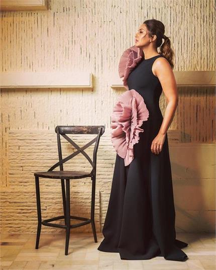 GQ Awards: ब्लैक गाउन में हुमा ने रेड कार्पेट पर बिखेरे जलवे