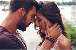 इन सवालों के जवाब से जानें कि आपका प्यार सच्चा है या सिर्फ Attraction
