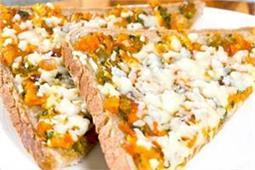 नाश्ते में सर्व करें Cheesy Masala Toast