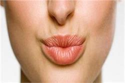 सिर्फ 5 तरीके अपनाएं और गायब करें होंठों की झुर्रियां