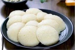 नाश्ते में बनाएं Instant Bread Idli