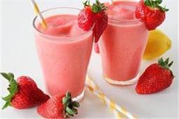 इस तरह बनाएं Strawberry Ginger Smoothie