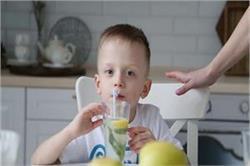 बच्चों को किस उम्र में देना चाहिए नींबू और क्या हैं इसके फायदे