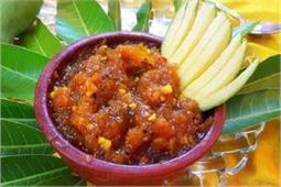 लंच या डिनर में परोसें Mango Chutney