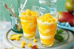 कोल्ड ड्रिंक नहीं, गर्मियों में बनाकर पीएं ठंडी-ठंडी Mango Lassi
