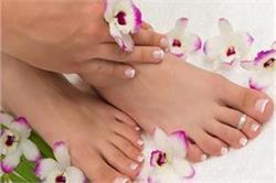 गर्मियों में पैरों का रूखापन दूर करने के लिए अपनाएं ये घरेलू उपाय