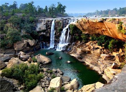 गर्मियों की छुट्टियों में जरूर करें भारत के इन 7 झरनों की सैर
