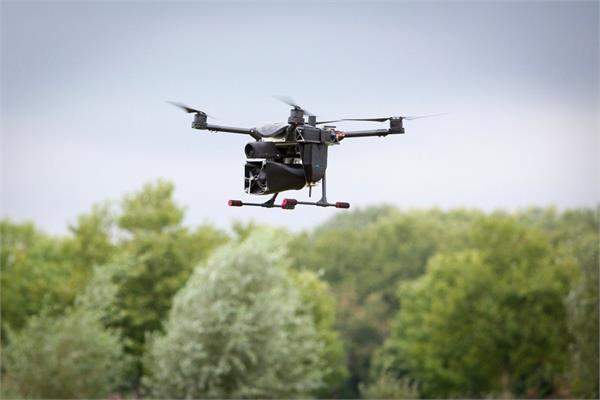 अवैध तरीके से ड्रोन उड़ाना अब पड़ेगा महंगा, उड़ रहे ड्रोन को आसानी से पकड़ेगा ड्रोनकैचर