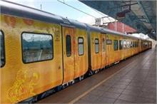 भारत की इस ट्रेन में मिलेगा फ्लाइट जैसा मजा, एक बार जरूर...