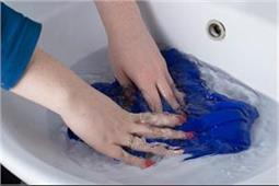 घर पर बनाएं Fabric Softener, धोने के बाद भी कपड़ें रहेंगे सॉफ्ट