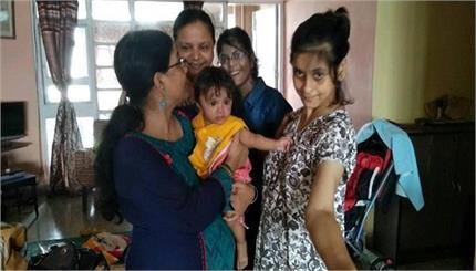 सेरिब्रल पॉलसी के बावजूद इस औरत ने लिया बच्ची को गोद