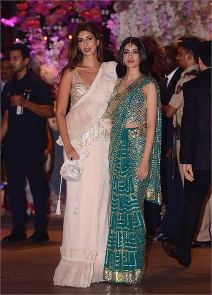 Ambani Function! श्वेता बच्चन की बेटी नव्या ने लूटी लाइमलाइट, पहनी...