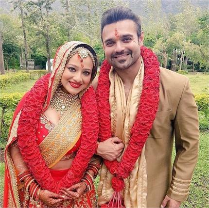 मदालसा शर्मा के साथ शादी के बंधन में बंधे महाअक्षय, शेयर की तस्वीर